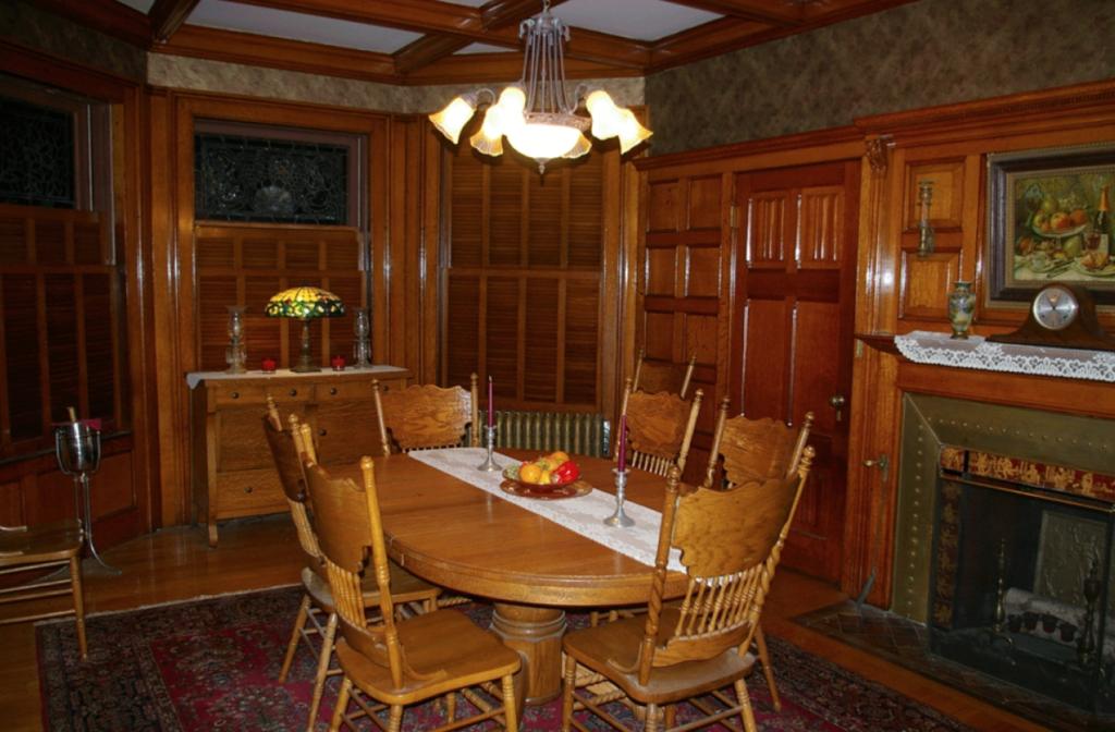 ruang makan minimalis bergaya klasik