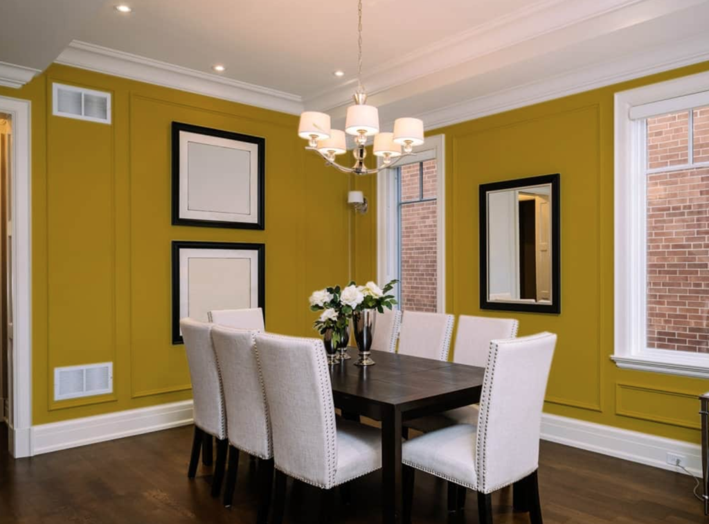 Ruang makan minimalis kuning