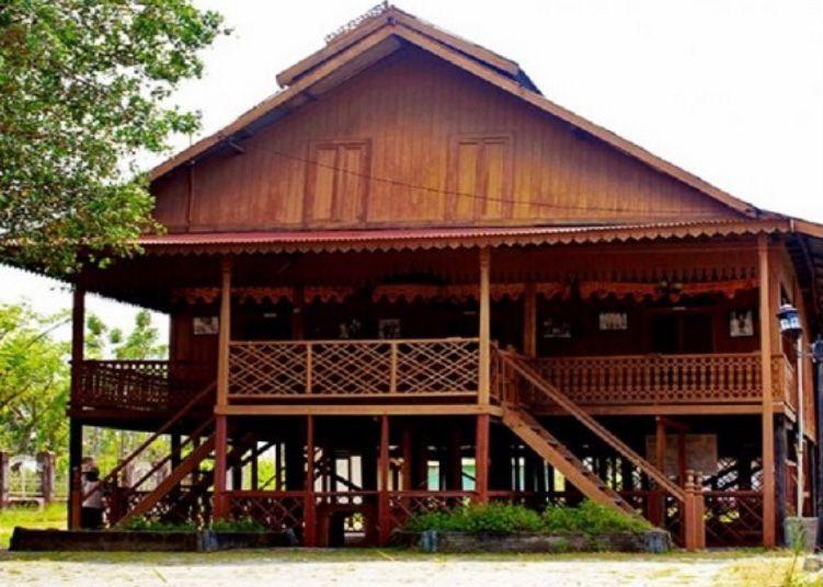 Sulawesi Tengah - Rumah Souraja