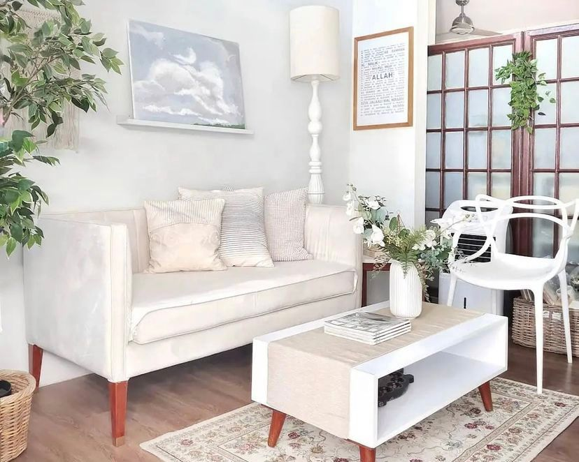 ruang tamu putih krim