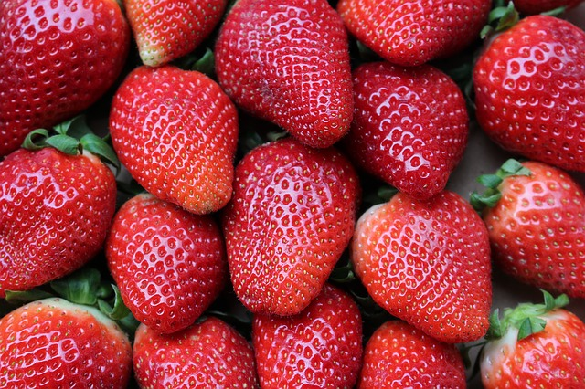 Strawberries buah sumber vitamin c